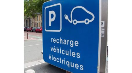 Voitures électriques: des bornes de recharge sur les autoroutes