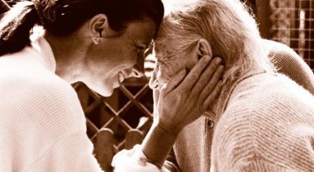Alzheimer: des chaussures connectées pour suivre les personnes atteintes