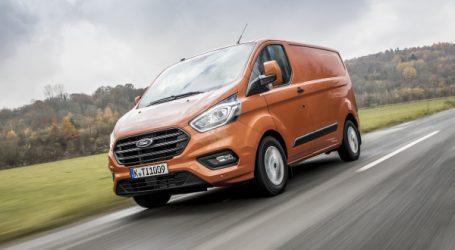 Ford lance son nouveau Ford Transit Custom : polyvalent, restylé et plus économe.