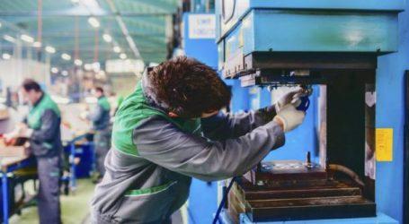 Emploi: l'industrie continue de détruire des postes