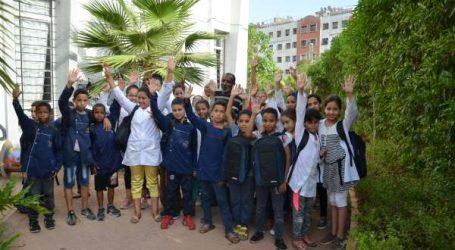 Opération de distribution de cartables avec fournitures scolaires de la fondation Noufissa Pharma 5 et le centre culturel Les Etoiles de Sidi Moumen